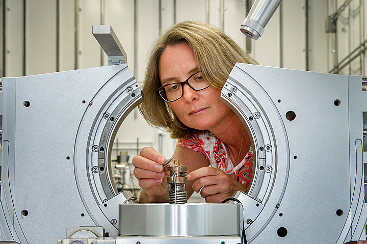 Christie Nelson working with diffractometer