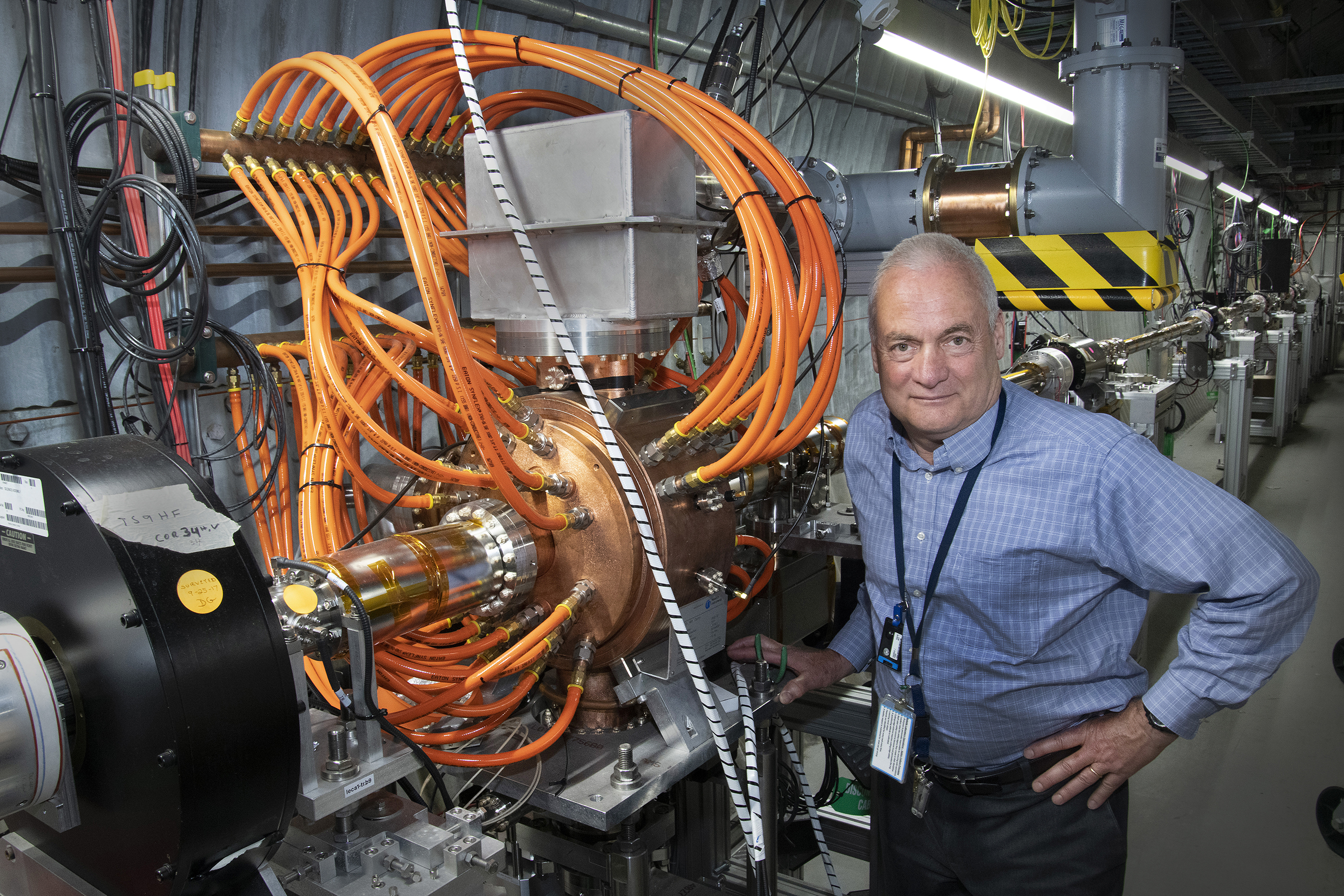 Newswise: Electron Bunches Keep Ions Cool at RHIC