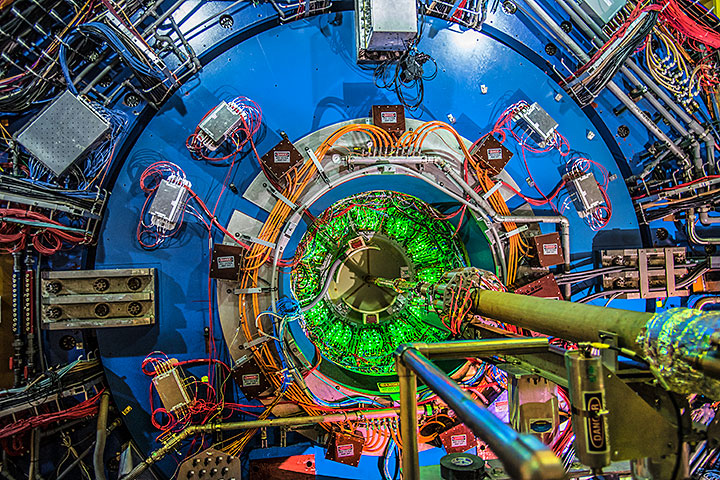 he STAR detector at the Relativistic Heavy Ion Collider (RHIC).