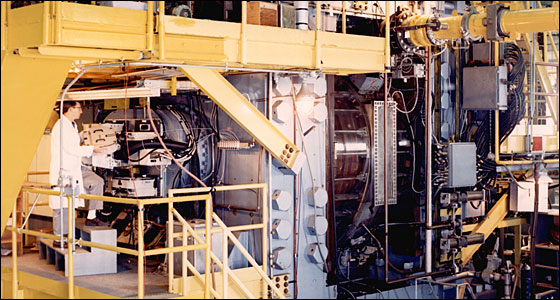 80-inch bubble chamber