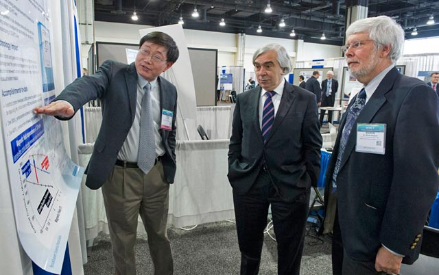 U.S. Secretary of Energy visits BNL ARPA-E booth